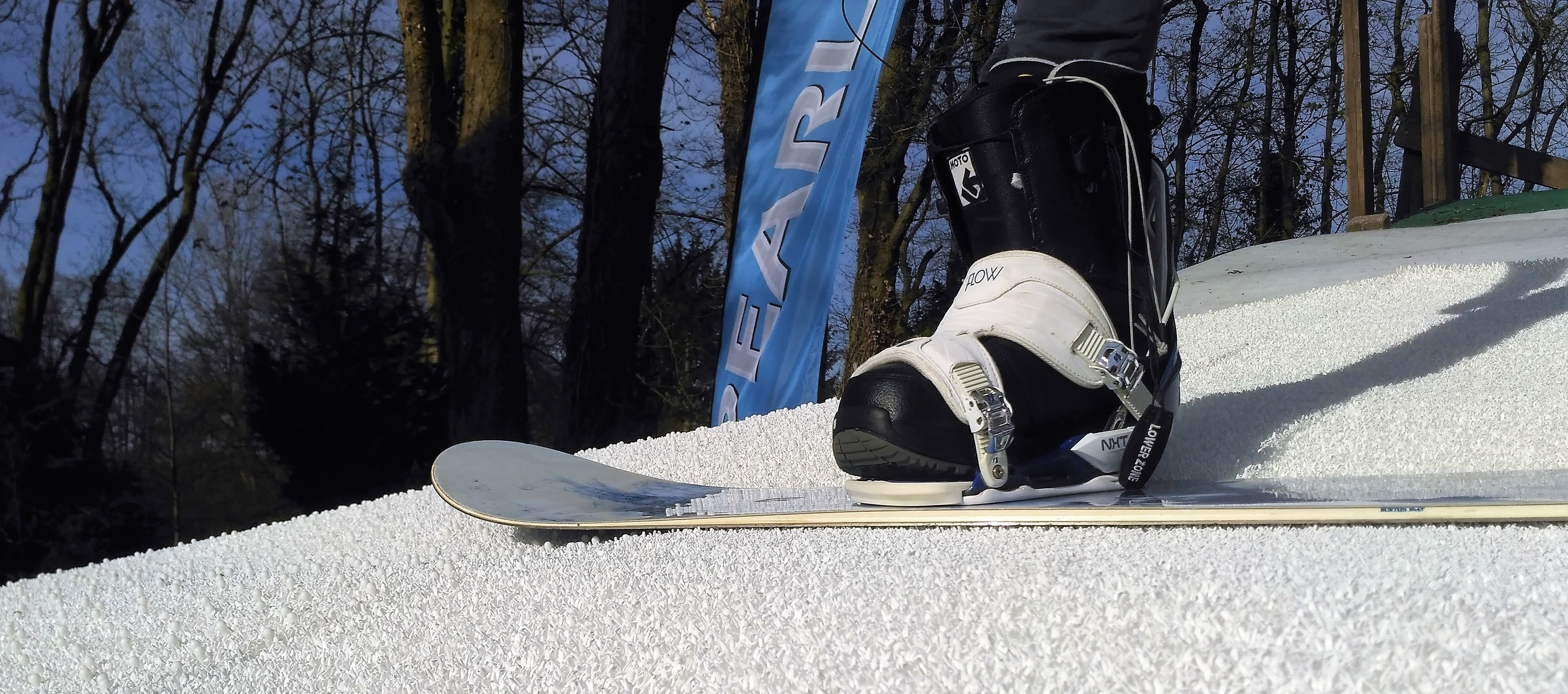 Dreamsnow: to learn your first steps on skiing and snowboarding